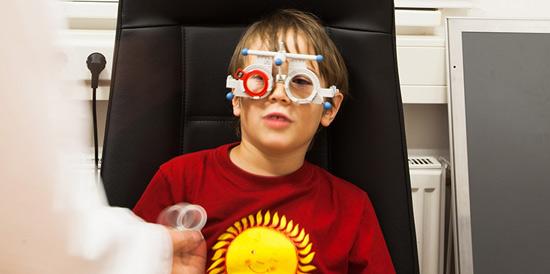Pregled vida v Centru očesne optike Naklo
